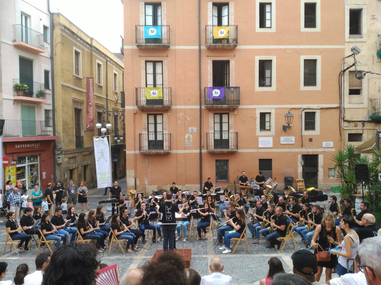 Concert de la Banda de La Canyada a la plaça de les Cols